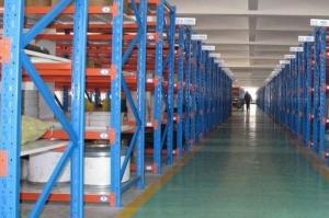 山东货架生产设计的仓储货架主要是区别于超市货架,超市货架除具有存储功能外,另一重要的功能即是展示作用